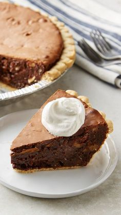 This dessert has a star rating, and it's no secret why! Who doesn't love an easy-to-make pie that's filled with fudge and and coarsely chopped walnuts. Whether you're bringing it to a party, or making it for a sweet treat after dinner, it's guaranteed Winter Desserts, Easy Desserts, Delicious Desserts, Tart Recipes, Sweet Recipes, Baking Recipes, Pie Dessert, Dessert Recipes, Fudge Pie