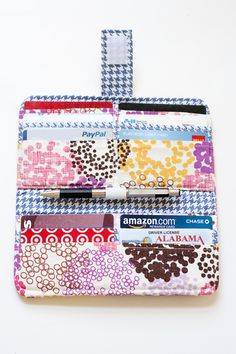 uhh ohh! i see me making one of these with my favorite fabric in my near future diy wallet... so presh!