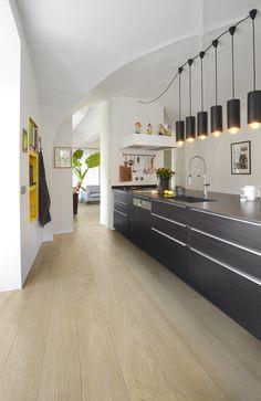 BerryAlloc Glorious Jazz XXL Natural laminate in the kitchen Timber Flooring, Parquet Flooring, Laminate Flooring, Area Comercial, Cuisines Design, Modern Kitchen Design, House, Furniture, Jazz