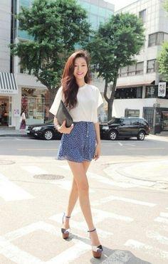 White Plain Tee with Clutch Fashion of Park Sora