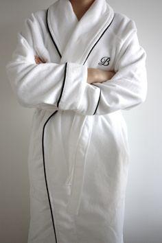 Homevialaura | Timeless and minimal bathroom | Balmuir Portofino robe