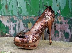 Steampunk Tendencies | Alternative Glass Slipper by Sarah http://www.steampunktendencies.com/post/81874959075