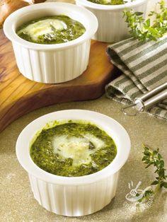 Mini flan di spinaci con cuore al gorgonzola: questa ricetta di mini sformati è una vera delizia, ideale per gli appassionati del gorgonzola.