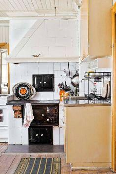 Lantliv.com visar fem vackra vedspisar. Scandinavian Cottage, Modern Cottage, Scandinavian Design, Cottage Style, Swedish House, Kitchen Dining, Dining Rooms, Beautiful Kitchens, Country Style