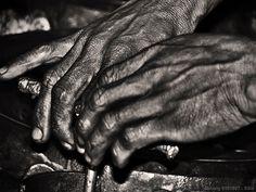 Resultados de la Búsqueda de imágenes de Google de http://sharkinvestor.com/wp-content/uploads/2008/09/dirty-working-hands1.jpg