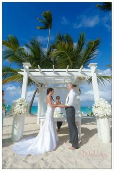 "Today is #WeddingWednesday and we are honored to share with you ""Sean Flynn & Casey Hartley's"" Simple Stunning Wedding photos at Grand Palladium Punta Cana Resort & Spa. Wishing that the sweetness always stay in your life Hoy es miércoles de boda y tenemos el honor de compartir las impresionantes fotos de la boda de ""Sean Flynn & Casey Hartley"" en #GrandPalladiumPuntaCana. Os deseamos un matrimonio lleno de felicidad y amor Photos by Tropygram Punta Cana"