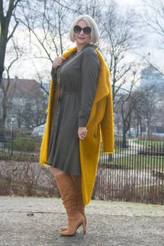 Khaki shirtdress combined with bold colors - Prosperity by Renata Female Supremacy, Fashion Poses, Wedding Dresses Plus Size, Suede Boots, Bold Colors, Winter Coat, Shirtdress, Raincoat, Yellow