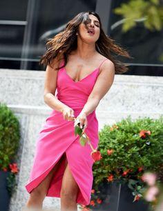 Priyanka Chopra - On set of 'Isn't It Romantic' in New York City Bollywood Actress Hot Photos, Indian Actress Hot Pics, Indian Bollywood Actress, Bollywood Girls, Beautiful Bollywood Actress, Bollywood Celebrities, Bollywood Fashion, Indian Actresses, Actress Photos