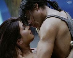 Video game sequence: Shahrukh rescues Priyanka - RA.One