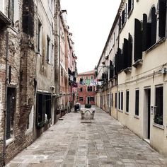 The Venices alleys   I sometimes post some pics about my journeys // This is when I was in #Venice last Jun  for the second time  Venice is one of my favorite cities in Italy  full of water and with beautiful architectures    _________