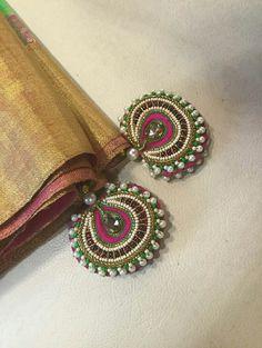 Saree kuchu Beautiful DIY latkans for blouse lehanga sarees Saree Tassels Designs, Saree Kuchu Designs, Fancy Blouse Designs, Bridal Blouse Designs, Diy Tassel, Tassel Jewelry, Blouse Neck Patterns, Gold Mangalsutra Designs, Thread Bangles