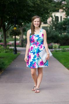 Floral prints are so in these days and are some of my favorite ways to feel free and girly! Love this @everly dress!! #summerstyle