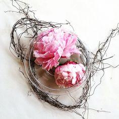 Beautiful #Wedding #Centerpiece crafted by Stephanie Green at Lavender Green. #weddingcenterpiece #springwedding #LAubergeProvencale