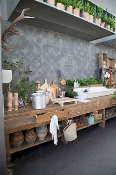Adorable 40 Inspiring Outdoor Kitchen Decor Ideas https://homeylife.com/40-inspiring-outdoor-kitchen-decor-ideas/