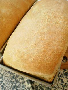 Paine de casa Bread Recipes, Cooking Recipes, Cinnabon, Romanian Food, Dessert Recipes, Desserts, Bread Baking, Hot Dog Buns, Fruit Salad