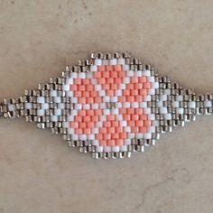 54 best ideas for crochet cat necklace Bead Loom Bracelets, Peyote Beading, Beaded Bracelet Patterns, Bracelet Crafts, Seed Bead Patterns, Beading Patterns, Peyote Patterns, Native Beadwork, Craft Ideas