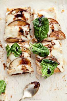 Tarta z gruszką i serem taleggio