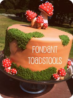Fondant Toadstool tutorial. When I made mine a few years ago I forgot the gillls!