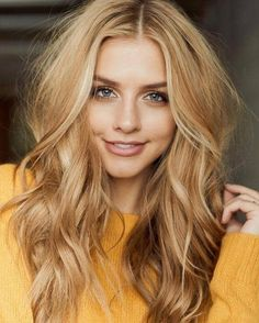 Many people think that blonde hair color is the most attractive and sexy hair color for women. Blonde hair color shades are getting more versatile tha… - Coiffure Sites Blonde Hair Colour Shades, Honey Blonde Hair Color, Cool Blonde Hair, Golden Blonde Hair, Honey Hair, Gold Blonde, Golden Hair Colour, Blonde Hair For Pale Skin, Brown Blonde