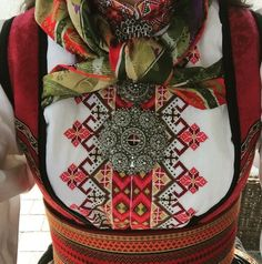 Beltestakk Instagram ukjent Ethnic Clothes, Ethnic Outfits, Geometric Embroidery, Embroidery Designs, Scandinavian Embroidery, Tribal Dress, Wedding Costumes, Folk Costume, Embroidery