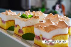 Prajitura cu capsuni si bezea Sweet Cakes, Cake Recipes, Cheesecake, Pudding, Desserts, Food, Tailgate Desserts, Deserts, Easy Cake Recipes