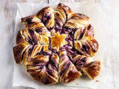 Mustikkanyhtöpulla Finnish Recipes, Tasty Pastry, Good Food, Yummy Food, 20 Min, Sweet Recipes, Delicious Desserts, Blueberry, Pork