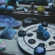 UGH I LOVE RUNES AND I LOVE CRYSTALS AAAAGHH