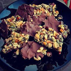 Aceasta ciocolata se prepara in 5 minute, si pe langa faptul ca e delicioasa este si sanatoasa! Acai Bowl, Breakfast, Food, Acai Berry Bowl, Morning Coffee, Essen, Meals, Yemek, Eten
