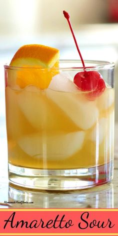 Amaretto Sour Classic Cocktail Recipe The Amaretto sour is a popular and classic cocktail and well drink. Make it yourself at home with just a few simple ingredients. Amaretto Sour, Amaretto Drinks, Bourbon Drinks, Sweet Alcoholic Drinks, Fun Drinks, Yummy Drinks, Popular Alcoholic Drinks, Beverages, Liquor Drinks