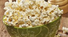 How to prepare a bowl of tasty homemade popcorn, a quick and delicious snack perfect for all your friends: it's also naturally gluten-free!