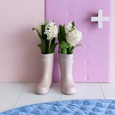 So rainy! It's been oh so rainy here the last week or so. These gumboots are perfection (and are styled to perfection by @yougivemegrace) and I would love to take them puddle-jumping! Our beautiful Blue Velvet Play Mat from Kip and Co is the perfect offset to all of the perfect pink in this perfect picture . You can save 25% off our entire range from Kip and Co during our stocktake sale just use the code KIPIT at checkout xx  w w w . m i l k t o o t h . c o m . a u