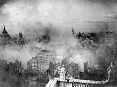 Londres em ruínas depois da blitz nazista em 29 de dezembro de 1940.   25 fotos incríveis que vão mudar sua visão da História