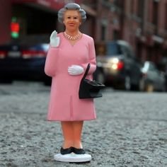 Solar Powered Waving Queen