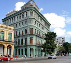 Con una categoria de 5 estrellas, el Hotel Saratoga es una elegante edificación de estilo ecléctico, ubicada en un lugar privilegiado de La Habana Vieja, frente al Capitolio Nacional, la Fábrica de Tabacos Partagás y el antiguo Centro Gallego, en la actualidad el Gran Teatro de La Habana. #hotel #cuba #habana