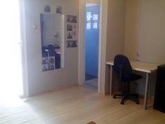 Πώληση studio Βόλος. Βρες στο Spitogatos.gr το ιδανικό ακίνητο για σένα! Corner Desk, Furniture, Home Decor, Corner Table, Decoration Home, Room Decor, Home Furnishings, Home Interior Design, Home Decoration