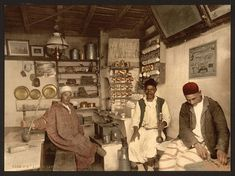 Cezayir'de Mağribi Kahvehane 1899  Moorish Coffee House Algeria,1899  #instagram #algeria #moorish #coffee #colored #history