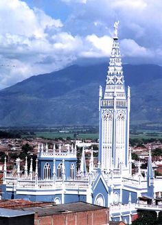 Palmira - #ValledelCauca - #Colombia Cali, San Francisco Ferry, Great Places, Big Ben, Villa, World, Building, Travel, Tropical Rain Forest
