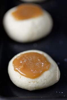 Salted Caramel Thumbprints Cookies make the perfect little cookie. Buttery thumbprints topped with delicious caramel make the best salted caramel thumbprints you& love. Just Desserts, Delicious Desserts, Yummy Food, Keto Desserts, Cookie Desserts, Sweet Desserts, Cookie Exchange, Holiday Baking, Christmas Baking
