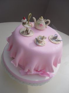 oooo....pint size cake.  Just the right size for our tea party!  :))
