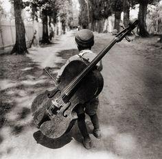 Gypsy boy with cello, Hungary 1931    photo by Eva Besnyö