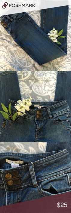New Listing! CAbi Stretch Denim Fit Flap Pocket CAbi Contemporary Fit Flap Pocket with Leather Accents.  Style 895R. Size 4- waist is 14.5 in front and inseam is 29.5. Zip fly with decorative double button closure and leather accent detailing on pockets. Great used condition. CAbi Pants Boot Cut & Flare