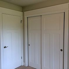 Doors and handles for new house. Rockwood Plan by Belman Homes a Milwaukee Builder. White painted woodwork with 3 panel craftsmen style interior doors was featured in this new home. Craftsman Style Interiors, Craftsman Interior, Farmhouse Interior, Farmhouse Style, Garage Interior, 3 Panel Interior Doors, Door Design Interior, Craftsman Trim, Hacks