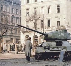 История и современность T 34, Armored Vehicles, Great Photos, Budapest, Military Vehicles, Tanks, Revolution, Army Vehicles, Shelled