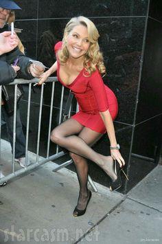 ExYU Sfera: FOTO: Christie Brinkely seksi i poželjna i sa 60 godina! Beautiful Old Woman, Beautiful Legs, Gorgeous Women, Tight Dresses, Sexy Dresses, Cute Dresses, Women Legs, Sexy Women, Pantyhose Outfits