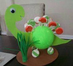 Resultado de imagem para centros de mesa de dinosaurios para fiestas infantiles