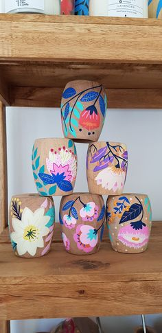 Decorated Flower Pots, Painted Flower Pots, Painted Pots, Hand Painted, Diy And Crafts, Crafts For Kids, Arts And Crafts, Ceramic Pottery, Ceramic Art