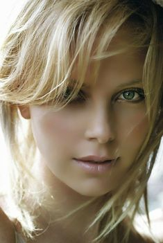 Charlize Theron - So Tutorial and Ideas Most Beautiful Faces, Beautiful Eyes, Simply Beautiful, Gorgeous Women, Charlize Theron, Girl Face, Woman Face, Blonde Beauty, Belle Photo
