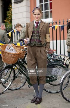 Eleanor Weedon attends the Rugby Ralph Lauren Tweed Run in Covent Garden on November 26 2011 in London England Moda Vintage, Style Vintage, Vintage Fashion, Mode Style Anglais, British Country Style, Tweed Ride, Preppy Style, My Style, Cycle Chic