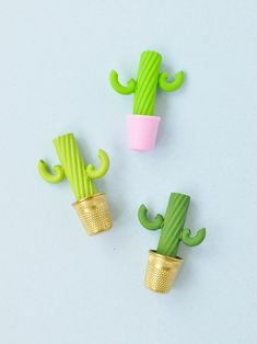 Make tiny plants and cacti using pasta noodles! Line them up on your windowsill or turn them into adorable brooches. Craft Projects For Adults, Easy Crafts For Kids, Cute Crafts, Diy For Kids, Pasta Kunst, Pasta Crafts, Pasta Art, Cactus Craft, Calla