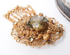 Vintage Czechoslovakian brass filigree brooch with glass от Yumis